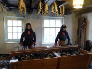 Opstelling vis schoonmaken in museum Spakenburg