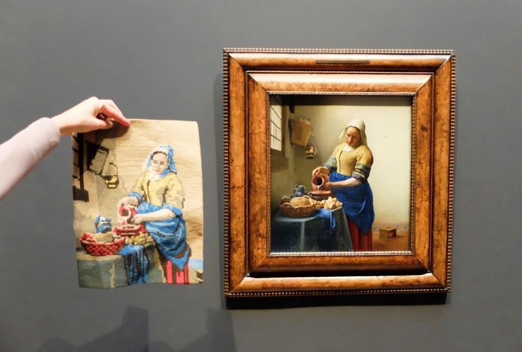 Borduurwerk en schilderij Melkmeisje of Keukenmeid, Vermeer