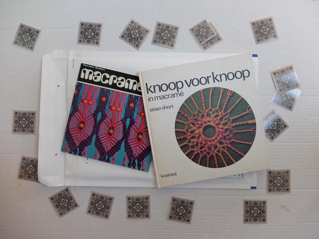 Twee boeken macrame