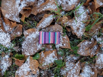 Klein kussentje paarse streepjes