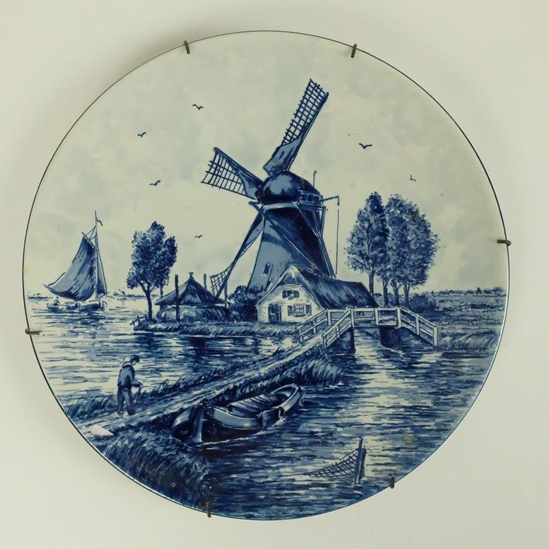 Bord met molen