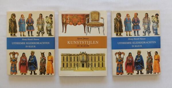 Boeken Kunststijlen en Uitheemse klederdrachten