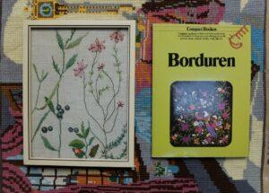 Boekje en borduurwerkje borduren