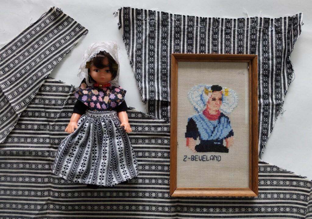 Borduurwerkje vrouw uit Zuid-Beveland