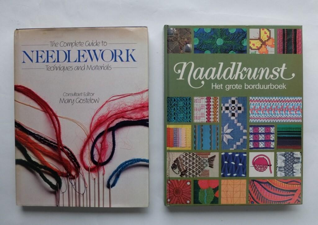 Twee boeken needlework naaldkunst