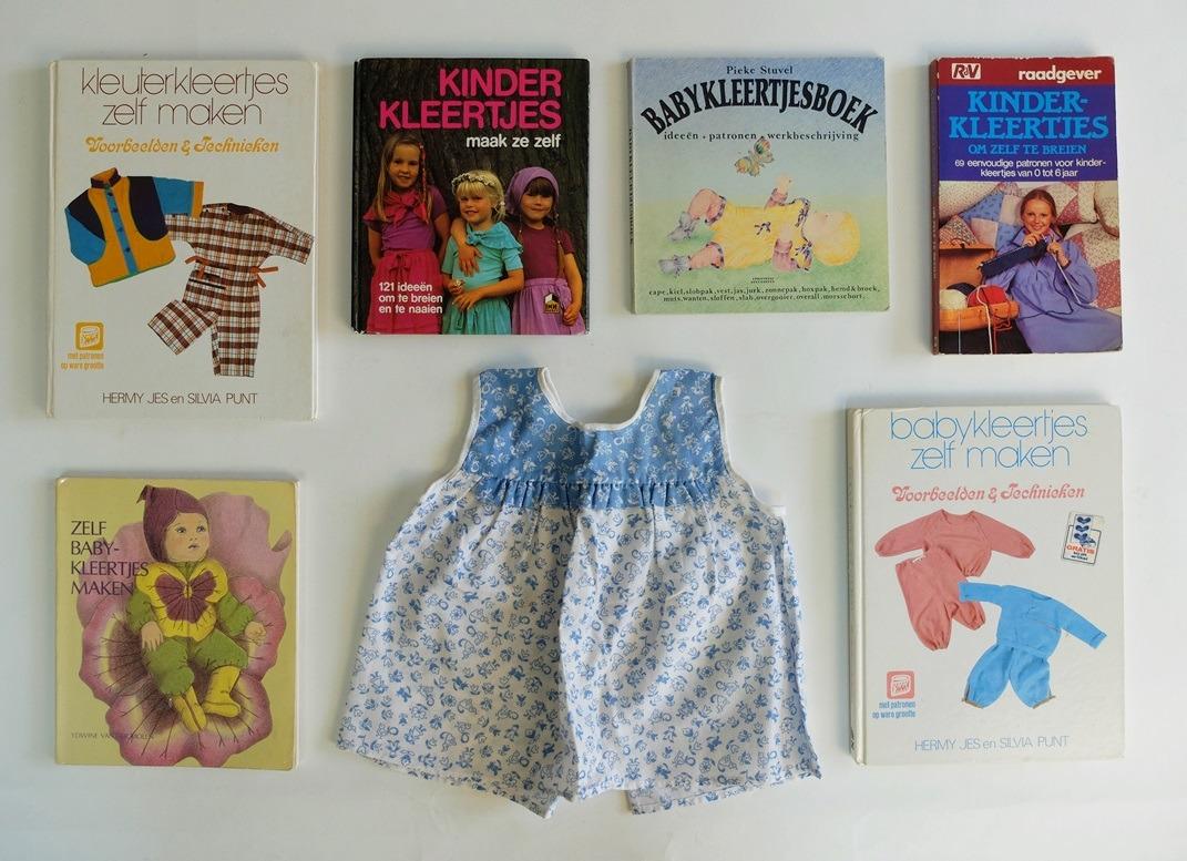 Boeken over babykleertjes