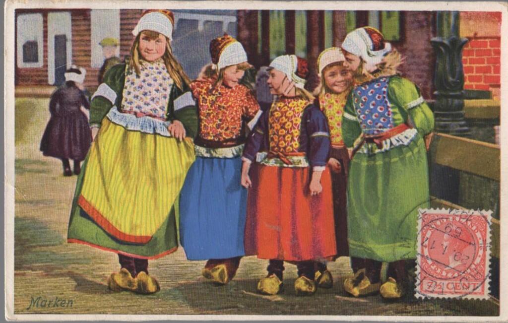 Oude ansichtkaart Klederdracht Marken