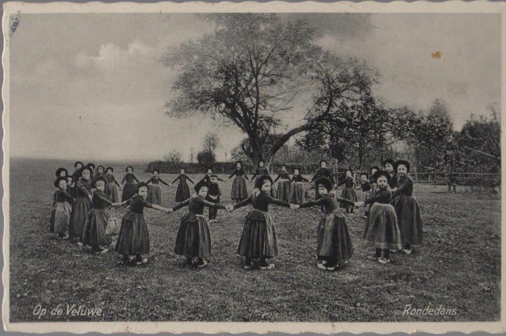Oude ansichtkaart rondedans Veluwe