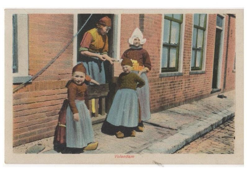 Oude ansichtkaart klederdracht Volendam