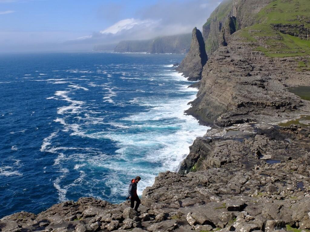 Rotskust op Faroër Island