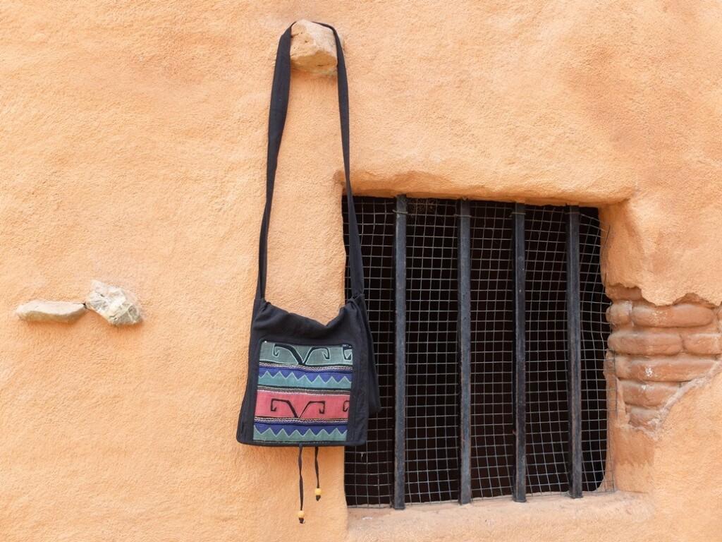 Tas aan muur- in Burgers Desert