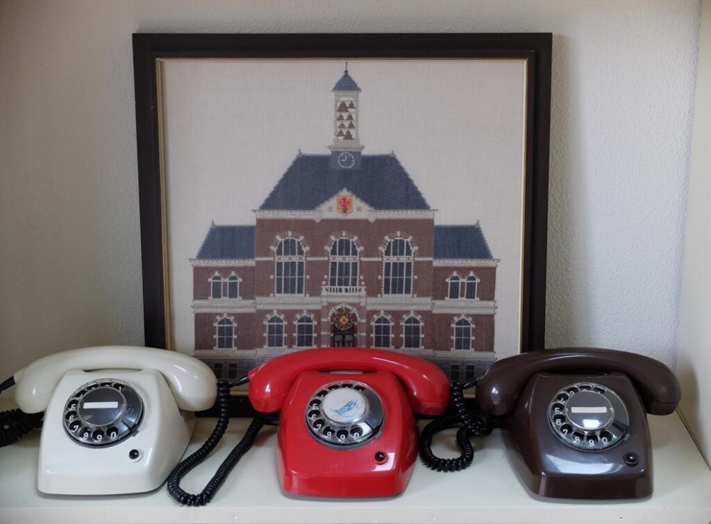 Drie-telefoons bij stadhuis Apeldoorn