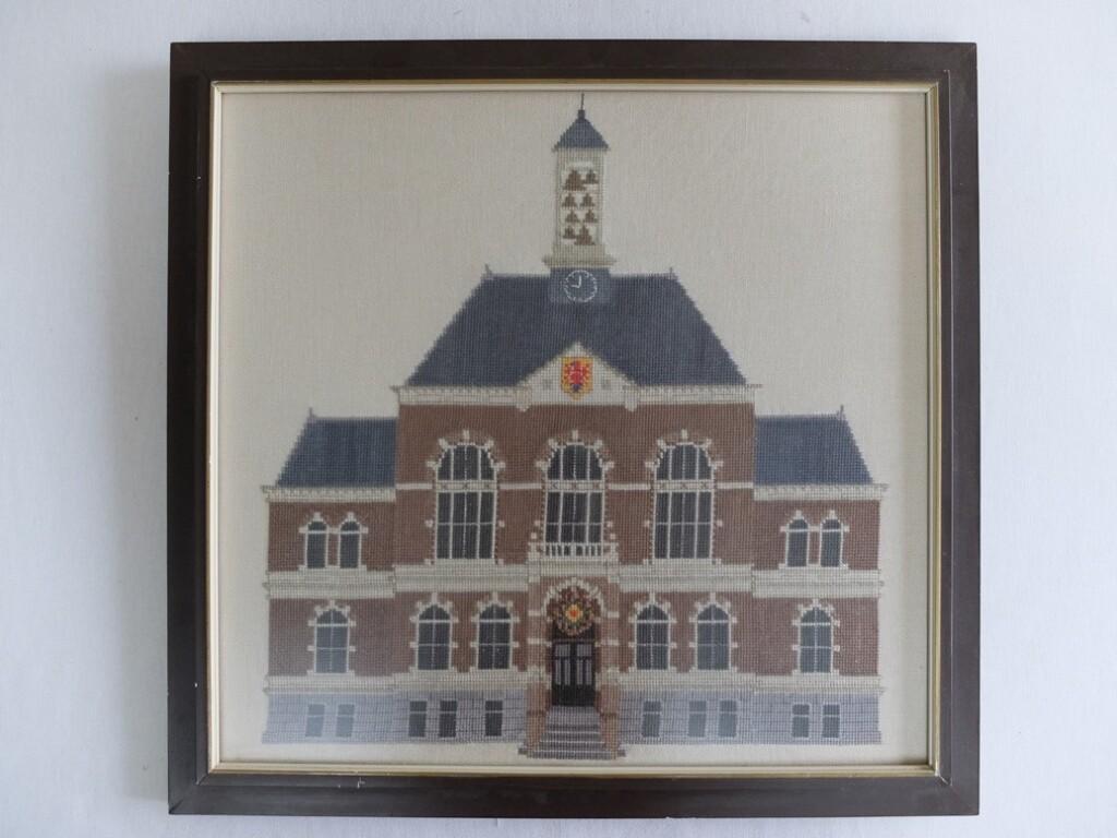 Geborduurd schilderij Stadhuis Apeldoorn