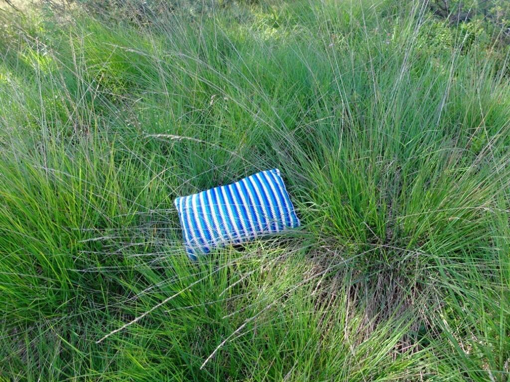 Gehaakt kussentje in gras