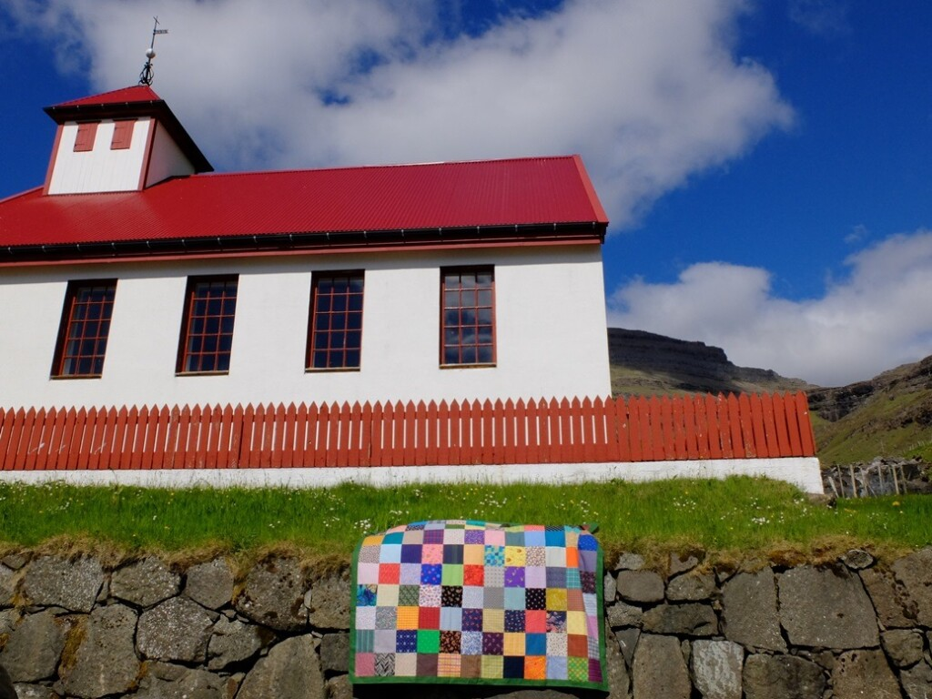 Lappendeken bij kerkje Faroër Island