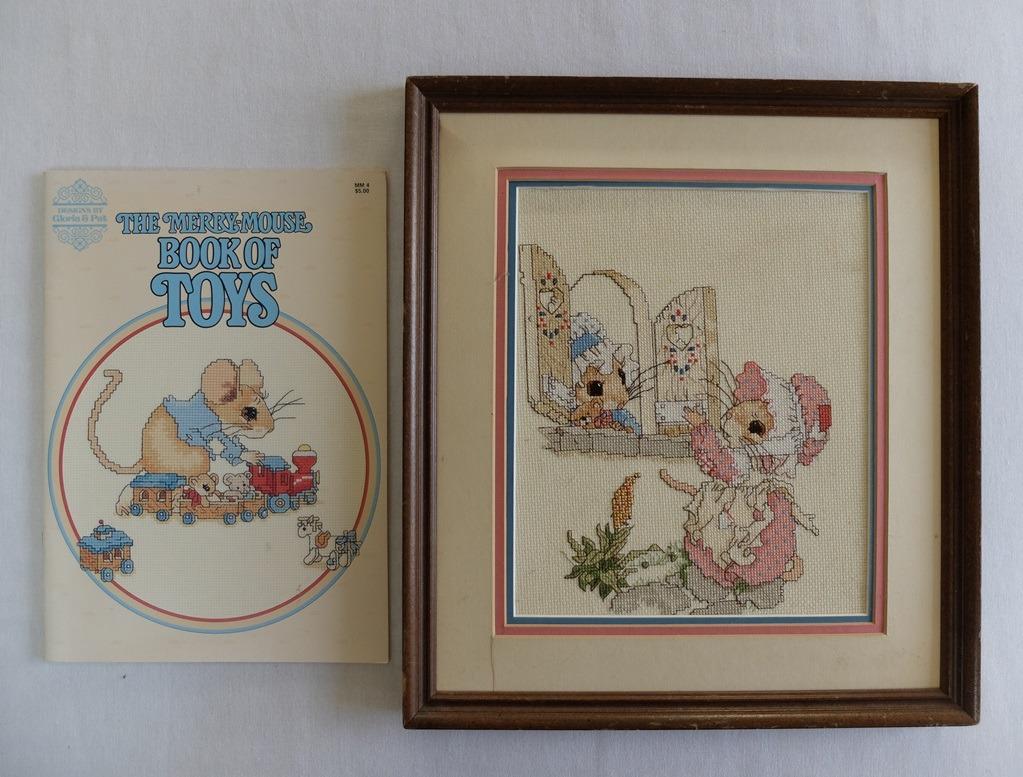 boekje en borduurwerk Merry mouse