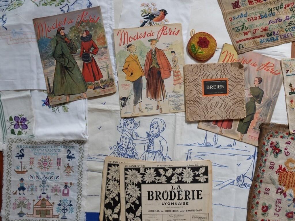 oude merklapjes en modetijdschriften