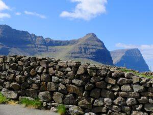Muurtje op Faroër eiland