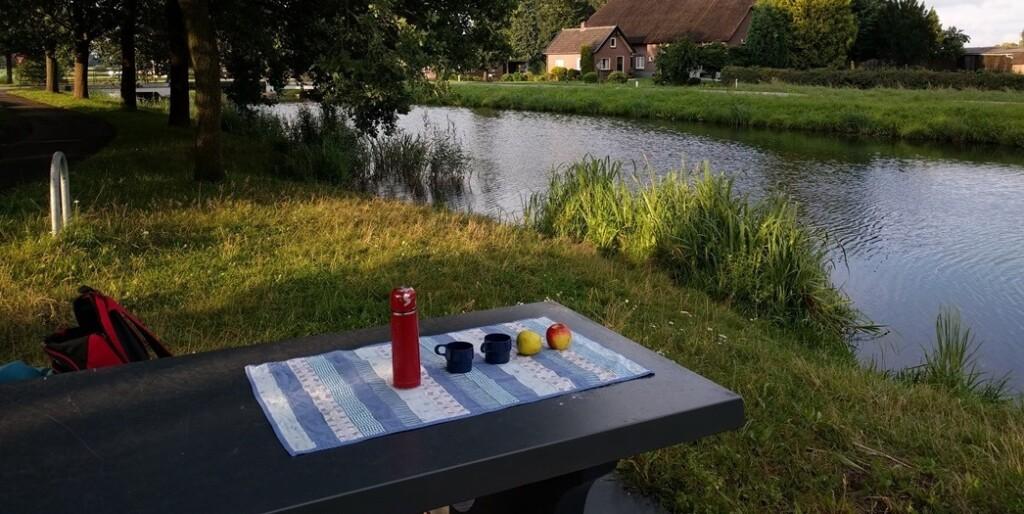 Strokenquiltje-op-picknicktafel