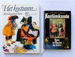 Twee boeken over kostuumkunde