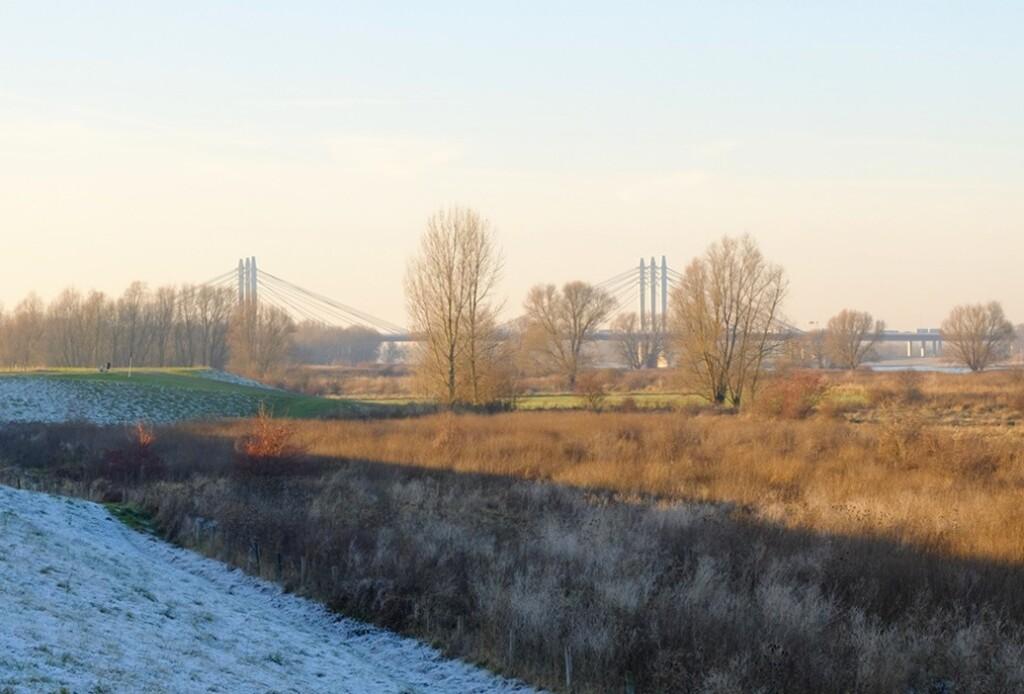 Brug over Waal bij Ewijk