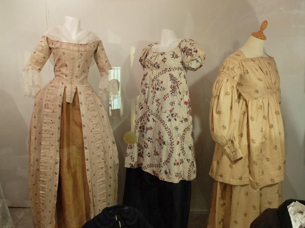 Betere Oude jurken in museum Dokkum JO-51